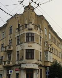 м. Чернівці. Будинок № 37-39 по вул. Кобилянської.
