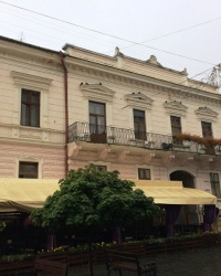 м. Чернівці. Будинок № 38 по вул. Кобилянської.