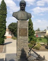 м. Ніжин. Пам'ятник Юрію Лисянському.