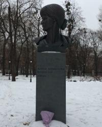 м. Київ. Пам'ятник Анні Ахматовій.