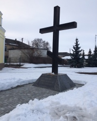 смт. Короп. Пам'ятний хрест жертвам Голодомору.