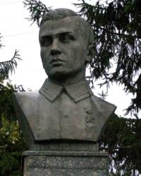 г.Гребенка. Бюст Героя Советского Союза Г.С.Кагамлыка