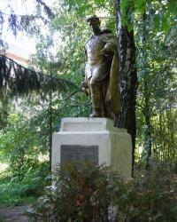 Братская могила и памятный знак погибшим жителям села Кези