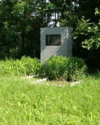 с.Коростень. Памятный знак сожженному селу.