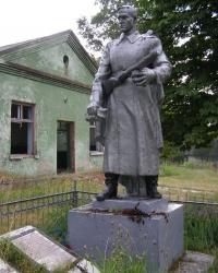 с. Козероги. Братская могила и памятный знак погибшим односельчанам.