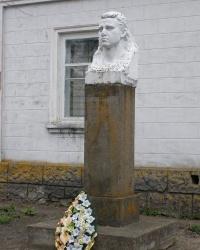 с.Красносільське. Погруддя Героя Радянського Союзу І.М.Красносільського