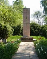 пгт Куликовка. Братская могила на ул. Партизанской
