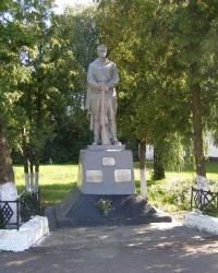 с.Липов Рог. Братская могила и памятный знак погибшим односельчанам.