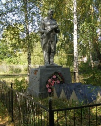 с. Максим. Братська могила і пам'ятний знак загиблим односельцям.