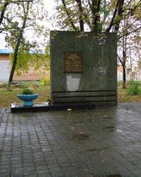 г. Полтава. Памятный знак погибшим работникам мясокомбината.