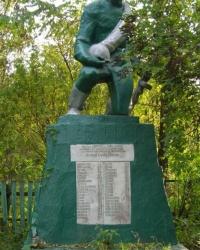 с.Моргуличи. Братская могила и памятный знак погибшим односельчанам.