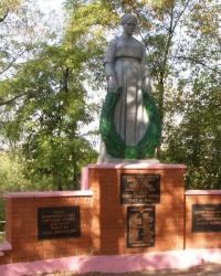 сел. Новодонецьке. Могила та  пам'ятний знак загиблим землякам.