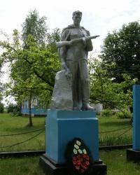 с.Новоукраинское. Братская могила и памятный знак погибшим односельчанам