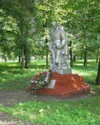 пгт Олишевка. Братская могила