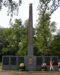 пгт Олишевка. Памятный знак погибшим односельчанам