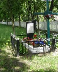 г. Остер. Братская могила (3)