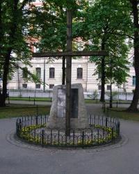 м. Краків. Пам'ятний знак загиблим працівникам-учасникам протесту 1936 року.