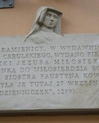 м. Краків. Меморіальна дошка св. Фаустині Ковальській.