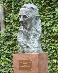 м. Краків. Погруддя ксьондза Юзефа Тішнера у заулку Естрайхера.
