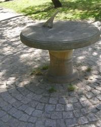 м. Краків. Сонячний годинник у Стрілецькому парку.