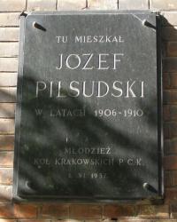м. Краків. Меморіальна дошка Ю.Пілсудському на вул. Тополовій.