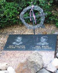 м. Прага. Пам'ятний знак на місці самоспалення Яна Палаха і Яна Заїца.
