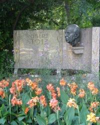 м. Відень. Пам'ятник Роберту Штольцу.