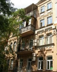 м. Київ. Будинок № 84 по вул. Б.Хмельницького.