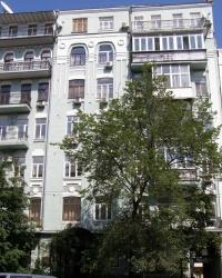 м. Київ. Будинок № 27 по вул. Руставелі.