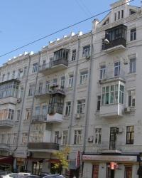 м. Київ. Будинок № 33-35 по вул. Саксаганського.