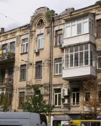 м. Київ. Будинок № 104 по вул. Саксаганського.