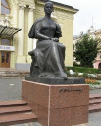 м. Чернівці. Пам'ятник Ользі Кобилянській.