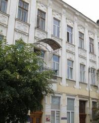 м. Чернівці. Будинок № 3 по вул. Садовського.