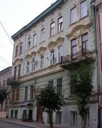 м. Чернівці. Будинок № 4 по вул. Хмельницького.