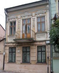 м. Чернівці. Будинок № 6 по вул. Хмельницького.