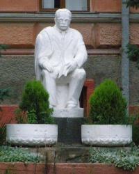 м. Чернівці. Пам'ятник Осипу Маковею.
