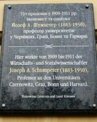 м. Чернівці. Меморіальна дошка Йозефу Шумпетеру.