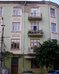 м. Чернівці. Будинок № 17 по вул. Університетській.