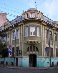 м. Чернівці. Будинок № 50 по вул. Хмельницького.