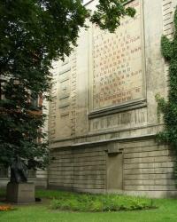 Памятник Д.И. Менделееву в Санкт-Петербурге