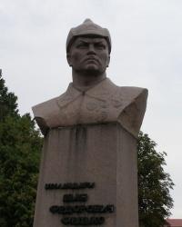 Пам'ятник командарму Федьку в Ромнах