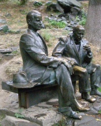 м. Ужгород. Пам'ятник Адальберту Ерделі та Йосипу Бокшаю.
