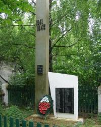 с.Петрики. Памятный знак погибшим односельчанам.