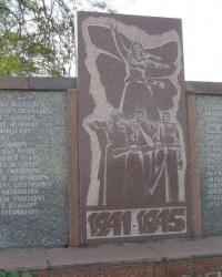 с. Пречистівка. Братська могила та пам'ятний знак загиблим односельцям