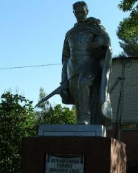 с.Радуль. Братская могила и памятный знак погибшим землякам.