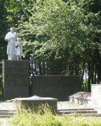 с. Штепівка. Братська могила та пам'ятний знак загиблим односельцям.
