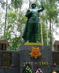 с. Сула. Братська могила і пам'ятний знак загиблим односельцям
