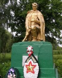 с.Вишневое. Братская могила и памятный знак погибшим односельчанам.