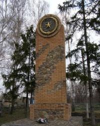 с. Вирівка. Братська могила та пам'ятний знак загиблим односельцям.