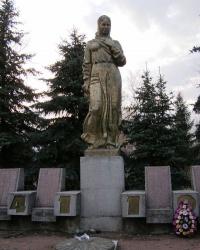 с. Юрівка. Могила воїна та пам'ятний знак загиблим односельцям.